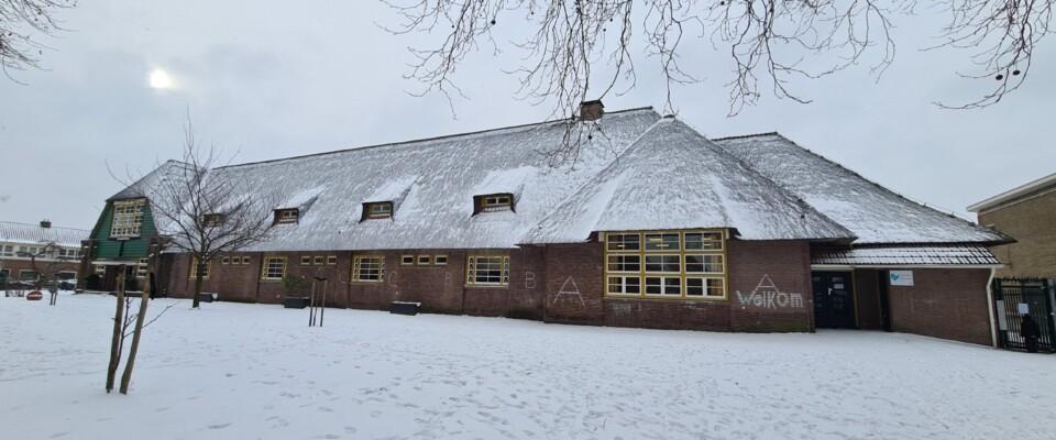 De Rietendak onder een laag sneeuw